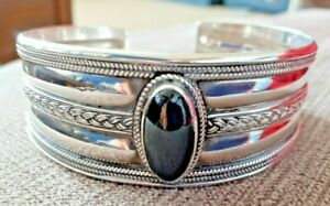 Lovely 925 Indonesian silver cuff bracelet with black onyx stone