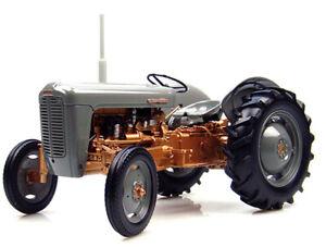Universal Hobbies 2986 1:16 1956 Ferguson FE 35 Tractor