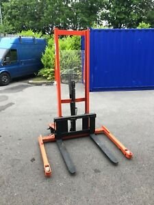 Manual Hydraulic Pallet Stacker Forklift