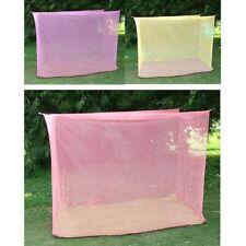 Baldaquins et moustiquaires roses pour le lit