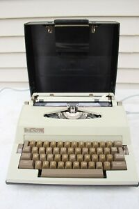 VTG Royal Jubilee Electric Typewriter w/ Carrying Case Made in Holland Working