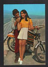 COUPLE d'AMOUREUX en MOBILETTE période 1970
