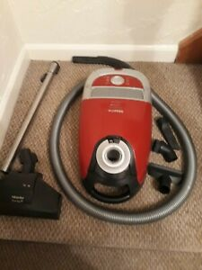 MIELE C2 CAT & DOG  RED - 2200W with Turbo brush..Beautiful Condition,Sanitized