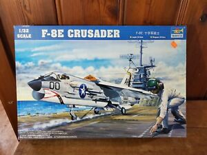 TRUMPETER 1:32 F-8E CRUSADER  COMPLETE NO DECALS NO INSTRUCTIONS