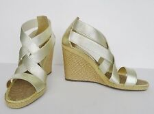 NIB Andre Assous Jan Women's Wedge Shoes Sandals Sz 9.5 M Metallic Platino $186