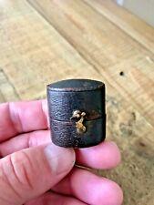 Anillo antiguo de cuero, pequeña caja. Vintage Joyas Caja Joyero Antiguo.