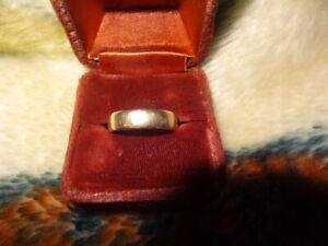 10k Gold Wedding Band Size 9 4.1 Grams