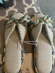 Ladies Slippers Size Large