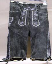 Schwarze Bayerische 3/4 Lederhose bestickt mit Träger