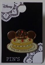 Disney Heart Art Collection Mickey and Minnie Kissing Cake Pin