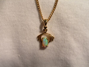 ( Lot 700 ) 9k Gold Pendant pale green coloured Opal stone in attractive setting