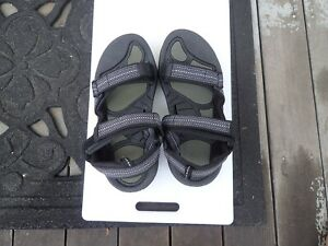 Source Gobi hiking sandals Men's 39 NEW w/out tags
