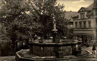 Pößneck DDR s/w AK ~1957 Partie Marktbrunnen mit Marktbrunnenmännchen Mädchen