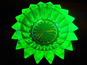 Green Vaseline art glass salt cellar dip candle holder uranium tea glows yellow