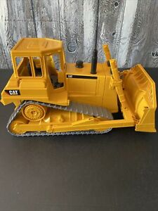 Bruder CAT Bulldozer 1:16 Scale Large Construction Toy Made in Germany