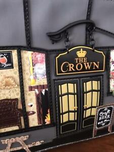VENDULA LONDON 2019: pochette modèle THE CROWN, étiquetée prix 105€