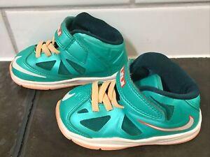 Toddler boys Nike LeBron James shoes size 6, green/orange