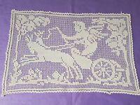 Incrustation ou napperon dentelle au filet angelot sur un char Réf 12314