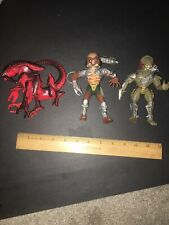 Lot Of 3 Kenner Alien & Predator Toy Figures
