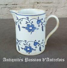 B201745 - Pot à lait en faïence de Saint Ghislain décor Saxe cachet 1905-1964