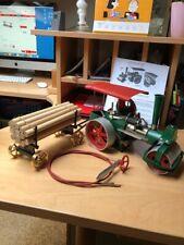 Wilesco Dampfwalze D 365 mit Holzwagen und Fernbedienung