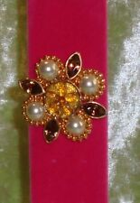 BROOCH GOLD TRIM WITH PEARLS & GOLD BEADS