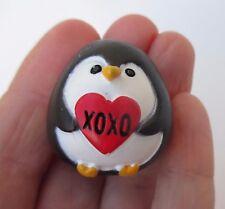i xoxo hugs kisses A PENGUIN KIND OF LOVE Stone figurine Ganz miniature
