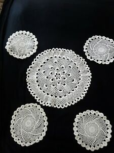 Stunning Centerpiece  With 4 Doilies
