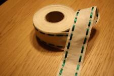 Leinenband,gebleicht,eingez. grünen Satinband, 4 cm br.