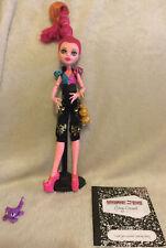 Monster High Gigi Grant 13 Deseos Muñeca, soporte, lámpara, Mascota Y Diario