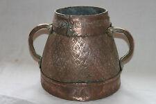 Ancien récipient oriental en cuivre. Art islamique. 18 éme.