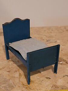 DOLLHOUSE MINIATURE ANTIQUE BLUE METAL BED WITH MATRESS QUILT HANDMADE. ESTATE
