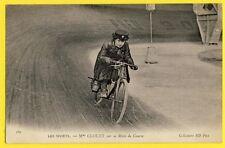 cpa 1900 Sport RACING MOTORCYCLE FEMME PILOTE Mme CLOUET sur sa MOTO de COURSE