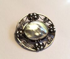 Attractive orig Arts & Crafts / Nouveau silver & mother of pearl brooch, c1910