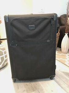 "Tumi Alpha 2 International Carry-On 4 Wheel Spinner Black Luggage 31"" MSRP $1200"