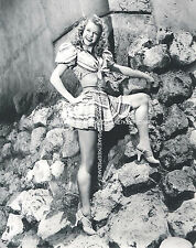 VERA-ELLEN LEGGY IN A SHORT SKIRT, BARE MIDRIFF AND STRAPPY HEELS PHOTO A-VE4