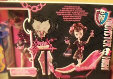 Monster High Draculaura Doll & Powder Room Playset Accessories Mattel  NEW NRFB