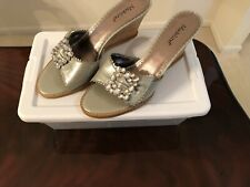 MADELINE WOMENS  SIZE 10 SILVER OPEN TOE SLIDES