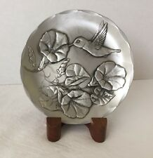 "Wendell August Forge Art Iron 4-1/2"" Plate w/Wood Stand ~ Hummingbird & Flowers"