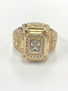 MEN REAL 10K GOLD RING 7.7G (APPROX) WITH CLEAR STONES SIZE 11