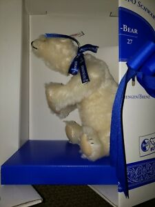 STEIFF Polar Bear No.407 (Lim. Ed. of 1000) made exclusively for FAO Schwarz