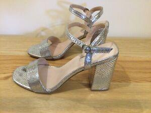 Ladies PRIMARK Block Heel Sandals U.K. 6 Eu 39 Silver Snake Pattern T1771