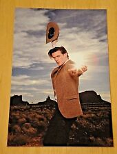 DOCTOR WHO PRINTED POSTCARD ~ THE DOCTOR 'HOWDY' - NEW
