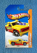 HOT WHEELS 2013 FIG RIG HW STUNT CIRCUIT YELLOW RED TRUCK CAR