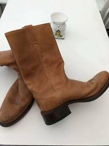 R SOLES - BY JUDY ROTHCHILD - MENS LEATHER BOOTS IN GREAT CONDITION SIZE 10 (44)