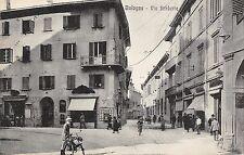 9401) BOLOGNA, VIA BARBERIA, BICICLETTE E PASSANTI.