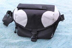 HAMA COMPACT DIGITAL CAMERA BAG BARELY USED  IN VERY GOOD CONDITION