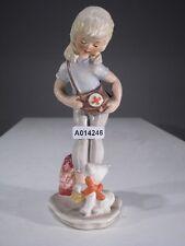 +# A014246 Goebel Archivmuster GF156 Mädchen mit Rotkreuztasche und Katze TMK3