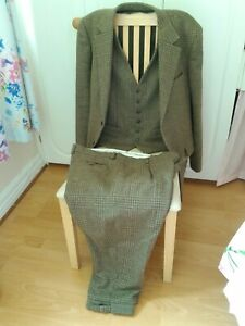 HOGGS OF FIFE GREEN TWEED SHOOTING/HUNTING 3 PIECE SUIT, 44 ins CHEST, VG COND.