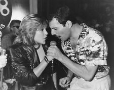 Freddie Mercury UNSIGNED photograph - L3123 - With Samantha Fox in 1986